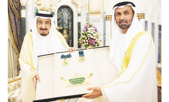 King Salman receives award from Arab Parliament (Photo SPA)