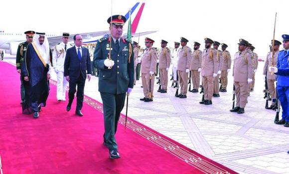 French President  Hollande with King Salman, guard of honor reception Riyadh Airport (SPA)