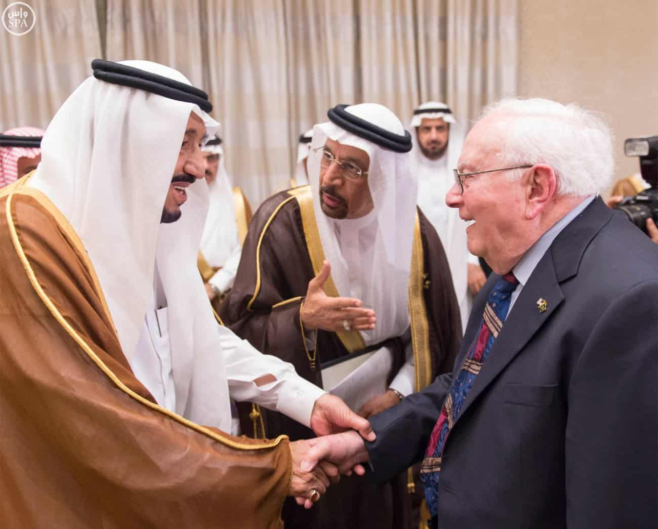 Custodian of the Two Holy Mosques receives US veteran employees in Saudi Aramco