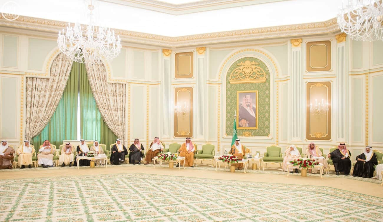 Custodian of the Two Holy Mosques receives Minister of Culture and Information, and a number of senior intellectuals, newspaper chief editors, writers and journalists