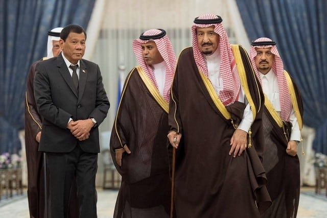 Saudi Arabia's King Salman welcomes Philippine president Rodrigo Duterte
