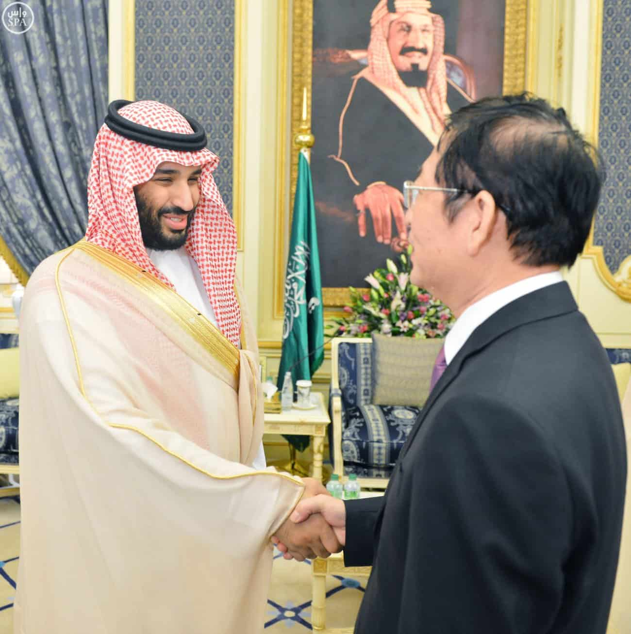 Crown Prince greeting the ambassador (Photo SPA)